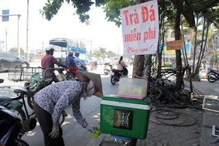 Thùng trà đá miễn phí ở thủ đô Hà Nội
